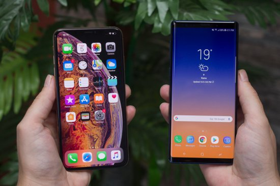 Интерфейс iPhone XS Max vs Galaxy Note 9