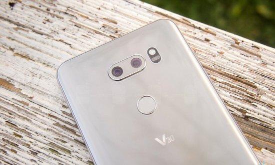 LG V30: стоит ли переходить на него с LG V10 и LG V20?