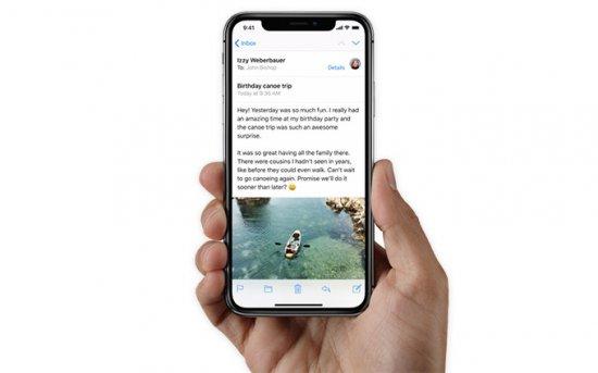 безрамочный смартфон iPhone X