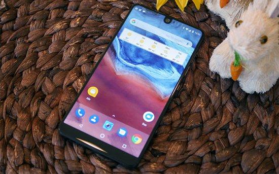 Essential Phone - лучший безрамочный смартфон 2017 года