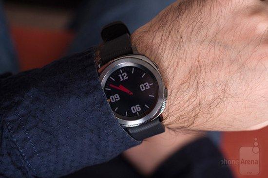 Обзор Samsung Gear Sport - модные смарт-часы для фитнеса