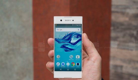 компактный смартфон с хорошей камерой и батареей Sony Xperia XA1