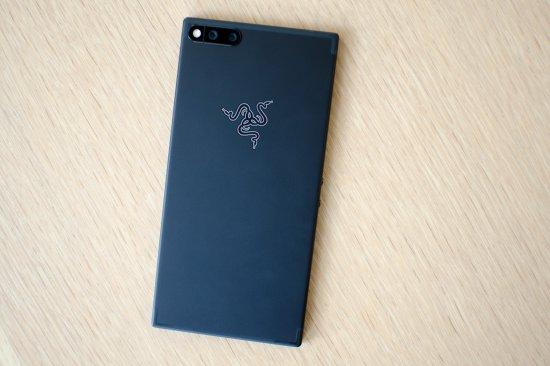Сравнительный обзор смартфонов Razer Phone и LG V30