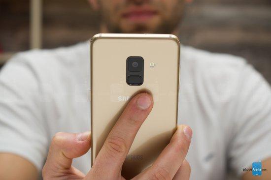 сканер отпечатков пальцев на Galaxy A8