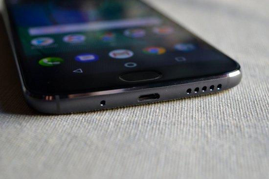 Автономность Alcatel Idol 5 vs Moto G5S Plus