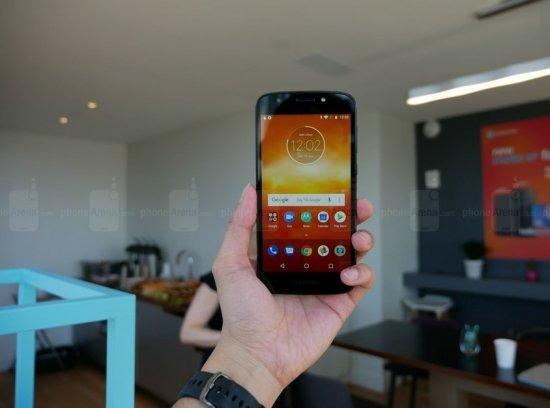 Знакомство со смартфонами Motorola Moto E5 Plus и E5 Play