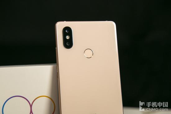 Обзор Xiaomi Mi 8 SE - новый король средней ценовой категории?