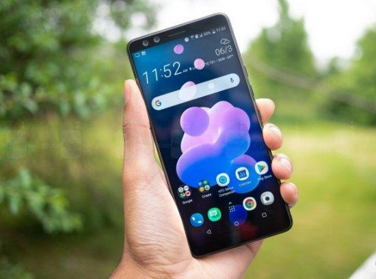 U12 + - не плохой телефон как таковой, но выглядит среди конкурентов немного опоздавшим
