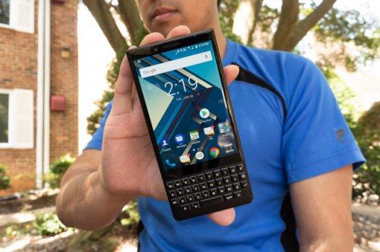 TCL-made KEY2 выглядит так же, как классический BlackBerry ... В СОВРЕМЕННОЙ ИНТЕРПРИТАЦИИ