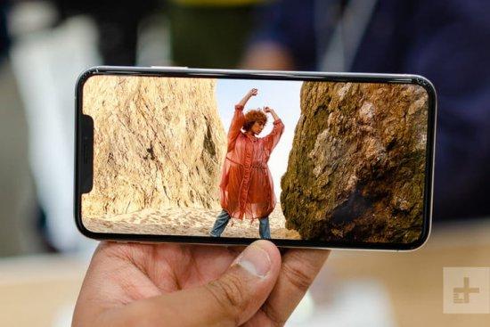Экраны iPhone XS vs Sony Xperia XZ3