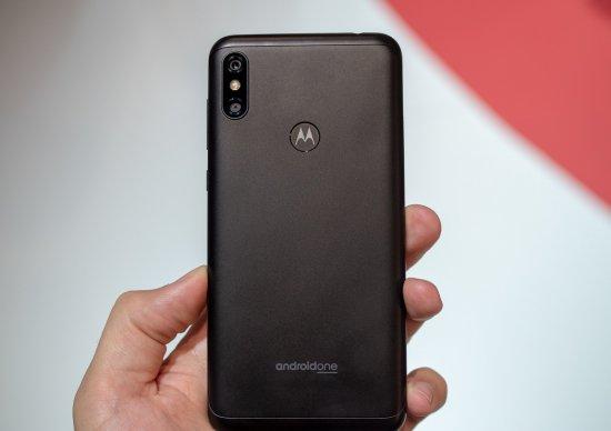 Знакомство со смартфонами Motorola One и One Power