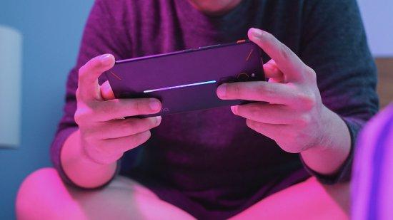 Краткое знакомство со смартфоном ZTE Nubia Red Magic - настоящий игровой зверь