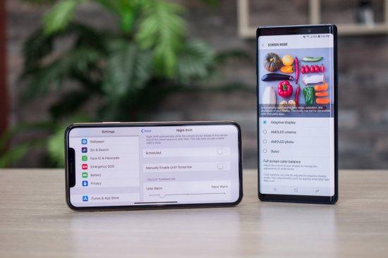 Экраны iPhone XS Max vs Samsung Galaxy Note 9