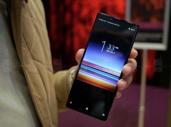 Первый взгляд на смартфон Sony Xperia 1 - длинный экран с дополнительными камерами
