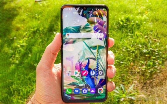 Обзор LG G8X ThinQ - двойной экран делает этот телефон мечтой многозадачности